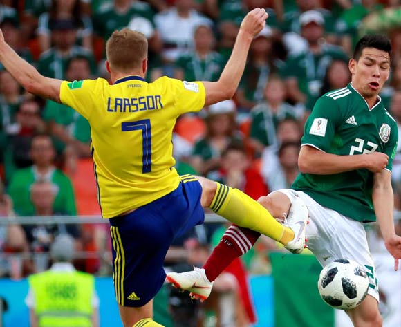 epa06844254 Swedish midfielder Sebastian Larsson (L) and Mexican forward Hirving Lozano in action during the FIFA World Cup 2018 Group F soccer match between Mexico and Sweden, in Ekaterinburg, Russia, 27 June 2018.