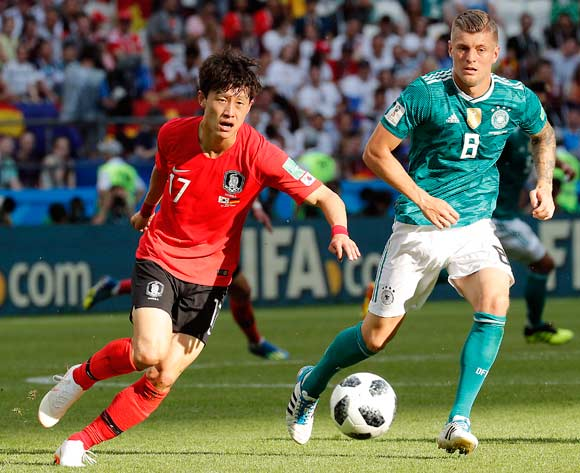 epa06844276 Toni Kroos of Germany (R) and Lee Jae-sung of South Korea in action during the FIFA World Cup 2018 group F preliminary round soccer match between South Korea and Germany in Kazan, Russia, 27 June 2018.