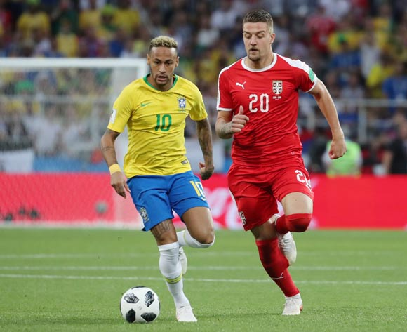 epa06845276 Neymar (L) of Brazil and Sergej Milinkovic-Savic of Serbia in action during the FIFA World Cup 2018 group E preliminary round soccer match between Serbia and Brazil in Moscow, Russia, 27 June 2018.