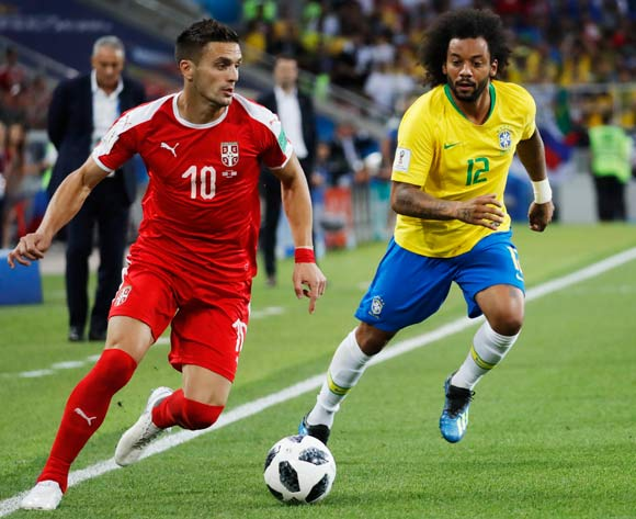 epa06845327 Marcelo (R) of Brazil and Dusan Tadic of Serbia in action during the FIFA World Cup 2018 group E preliminary round soccer match between Serbia and Brazil in Moscow, Russia, 27 June 2018.
