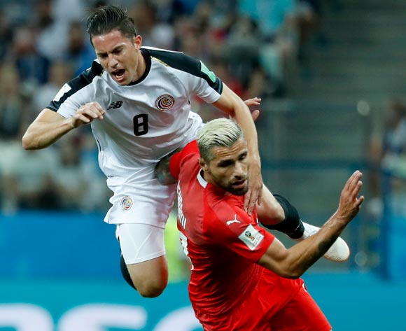 epa06845342 Bryan Oviedo (L) of Costa Rica and Valon Behrami of Switzerland in action during the FIFA World Cup 2018 group E preliminary round soccer match between Switzerland and Costa Rica in Nizhny Novgorod, Russia, 27 June 2018.