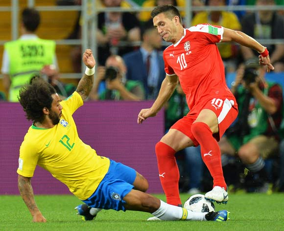 epa06845344 Marcelo (L) of Brazil in action against Dusan Tadic (R) of Serbia during the FIFA World Cup 2018 group E preliminary round soccer match between Serbia and Brazil in Moscow, Russia, 27 June 2018.