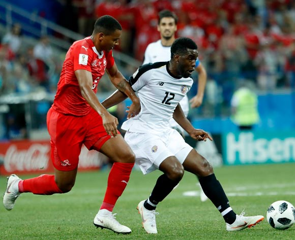 epa06845372 Joel Campbell (C) of Costa Rica in action during the FIFA World Cup 2018 group E preliminary round soccer match between Switzerland and Costa Rica in Nizhny Novgorod, Russia, 27 June 2018.