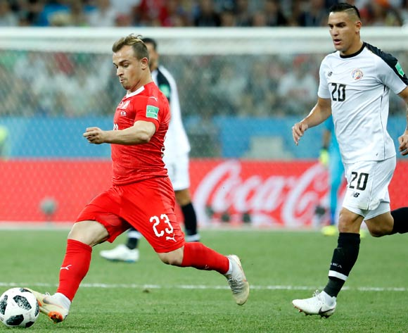 epa06845380 Xherdan Shaqiri (L) of Switzerland in action during the FIFA World Cup 2018 group E preliminary round soccer match between Switzerland and Costa Rica in Nizhny Novgorod, Russia, 27 June 2018.