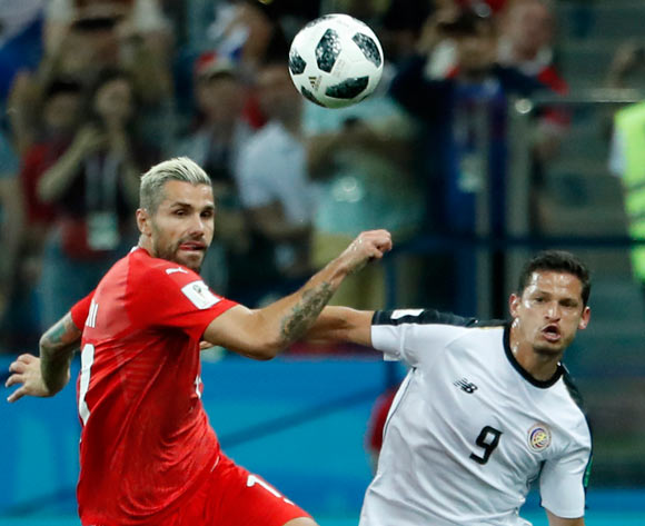epa06845402 Daniel Colindres (R) of Costa Rica and Valon Behrami of Switzerland in action during the FIFA World Cup 2018 group E preliminary round soccer match between Switzerland and Costa Rica in Nizhny Novgorod, Russia, 27 June 2018.
