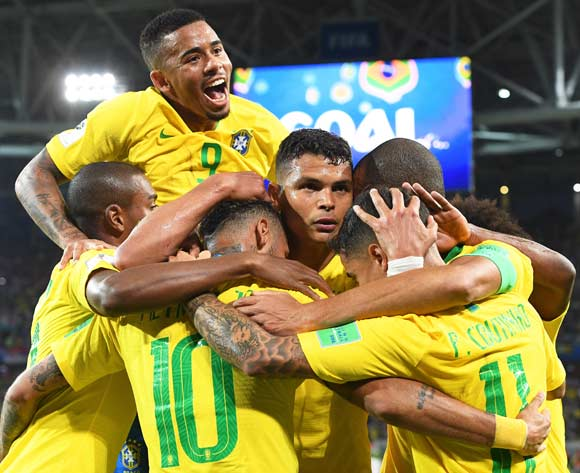epa06845714 Thiago Silva (C) of Brazil celebrates with his teammates after scoring the 2-0 lead during the FIFA World Cup 2018 group E preliminary round soccer match between Serbia and Brazil in Moscow, Russia, 27 June 2018.