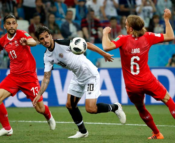epa06845786 Bryan Ruiz (C) of Costa Rica in action during the FIFA World Cup 2018 group E preliminary round soccer match between Switzerland and Costa Rica in Nizhny Novgorod, Russia, 27 June 2018.