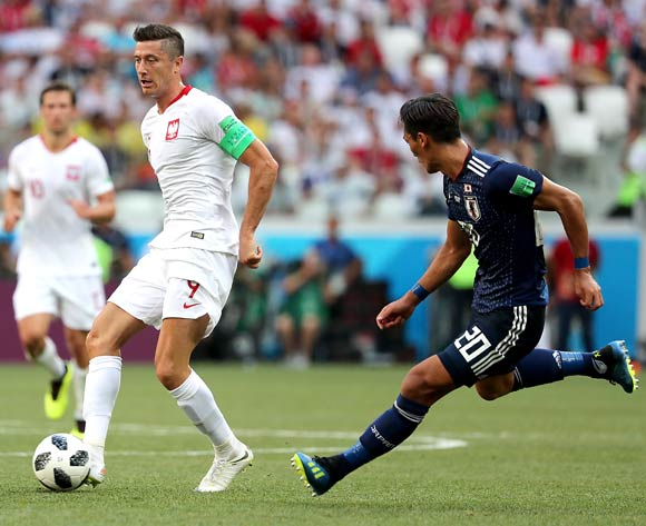 epa06847516 Robert Lewandowski of Poland (L) and Tomoaki Makino of Japan in action during the FIFA World Cup 2018 group H preliminary round soccer match between Japan and Poland in Volgograd, Russia, 28 June 2018.
