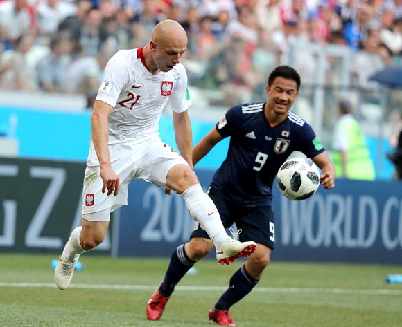 Rafal Kurzawa of Poland (L) and Shinji Okazaki of Japan in action during the FIFA World Cup 2018 group H preliminary round soccer match between Japan and Poland in Volgograd, Russia, 28 June 2018.
