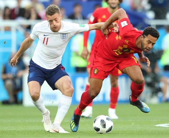 epa06848262 Jamie Vardy (L) of England and Moussa Dembele of Belgium in action during the FIFA World Cup 2018 group G preliminary round soccer match between England and Belgium in Kaliningrad, Russia, 28 June 2018.