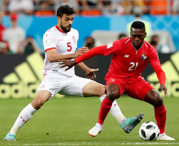 epa06848303 Oussama Haddadi (L) of Tunisia and Jose Luis Rodriguez of Panama in action during the FIFA World Cup 2018 group G preliminary round soccer match between Panama and Tunisia in Saransk, Russia, 28 June 2018.
