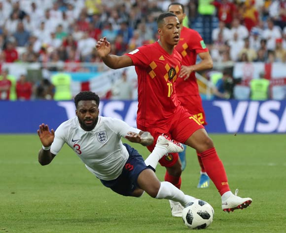 epa06848316 Youri Tielemans (R) of Belgium fouls Danny Rose of England during the FIFA World Cup 2018 group G preliminary round soccer match between England and Belgium in Kaliningrad, Russia, 28 June 2018.