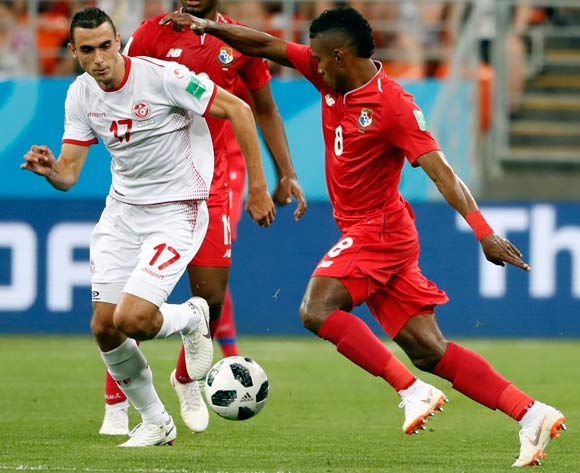epa06848337 Ellyes Skhiri of Tunisia (L) and Edgar Barcenas of Panama in action during the FIFA World Cup 2018 group G preliminary round soccer match between Panama and Tunisia in Saransk, Russia, 28 June 2018.