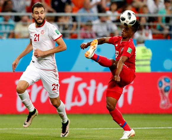 epa06848407 Hamdi Nagguez (L) of Tunisia and Luis Ovalle of Panama in action during the FIFA World Cup 2018 group G preliminary round soccer match between Panama and Tunisia in Saransk, Russia, 28 June 2018.