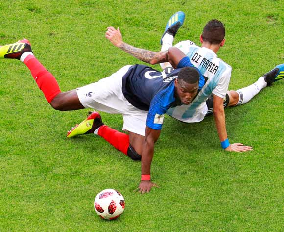 epa06852019 Paul Pogba (L) of France in action against Angel Di Maria (R) of Argentina during the FIFA World Cup 2018 round of 16 soccer match between France and Argentina in Kazan, Russia, 30 June 2018.