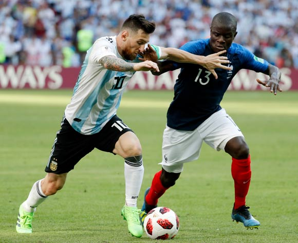 epa06852049 Lionel Messi (L) of Argentina and Ngolo Kante of France in action during the FIFA World Cup 2018 round of 16 soccer match between France and Argentina in Kazan, Russia, 30 June 2018.