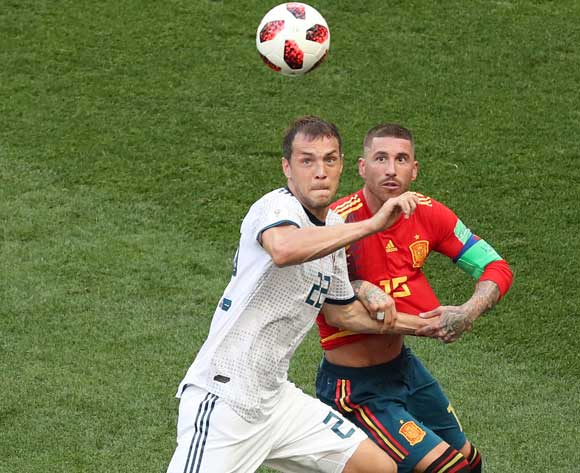 epa06855084 Sergio Ramos (R) of Spain and Artem Dzyuba of Russia in action during the FIFA World Cup 2018 round of 16 soccer match between Spain and Russia in Moscow, Russia, 01 July 2018.