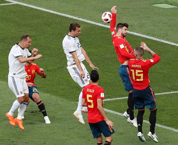 epa06855092 The ball hits the arm of Gerard Pique of Spain which results in a penalty during the FIFA World Cup 2018 round of 16 soccer match between Spain and Russia in Moscow, Russia, 01 July 2018.