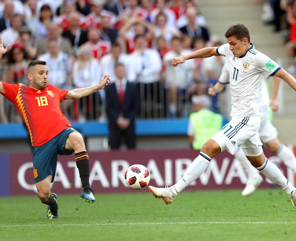 epa06855096 Roman Zobnin of Russia (R) and Jordi Alba of Spain in action during the FIFA World Cup 2018 round of 16 soccer match between Spain and Russia in Moscow, Russia, 01 July 2018.