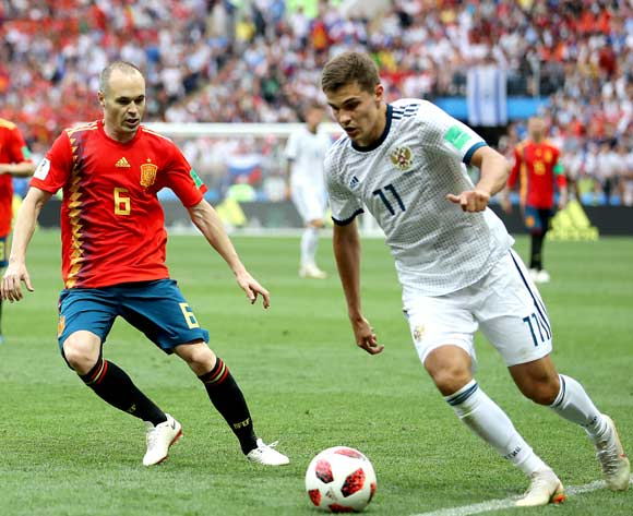 epa06855545 Roman Zobnin of Russia (R) and Andres Iniesta of Spain in action during the FIFA World Cup 2018 round of 16 soccer match between Spain and Russia in Moscow, Russia, 01 July 2018.