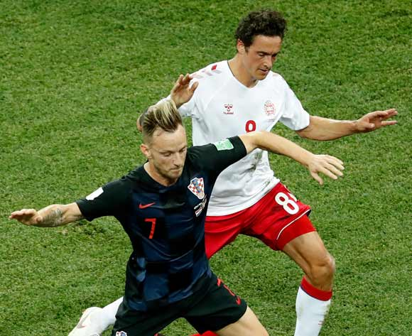 epa06856271 Ivan Rakitic (L) of Croatia and Thomas Delaney of Denmark in action during the FIFA World Cup 2018 round of 16 soccer match between Croatia and Denmark in Nizhny Novgorod, Russia, 01 July 2018.
