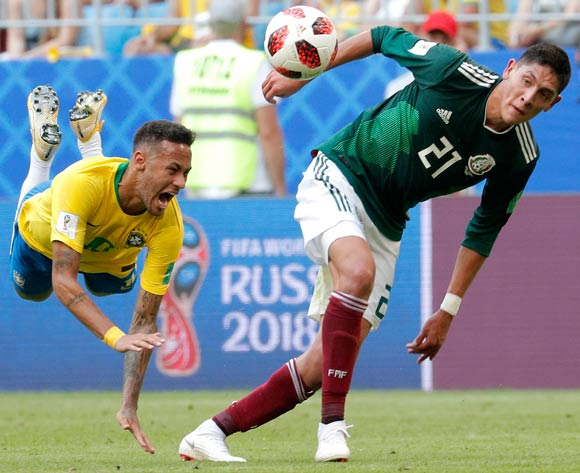 epa06858128 Neymar (L) of Brazil reacts after being fouled by Edson Alvarez (R) of Mexico during the FIFA World Cup 2018 round of 16 soccer match between Brazil and Mexico in Samara, Russia, 02 July 2018.