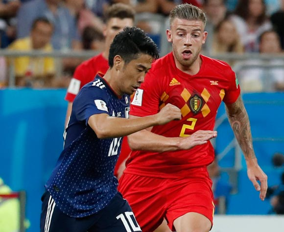 epa06859098 Shinji Kagawa (L) of Japan and Toby Alderweireld of Belgium in action during the FIFA World Cup 2018 round of 16 soccer match between Belgium and Japan in Rostov-On-Don, Russia, 02 July 2018.