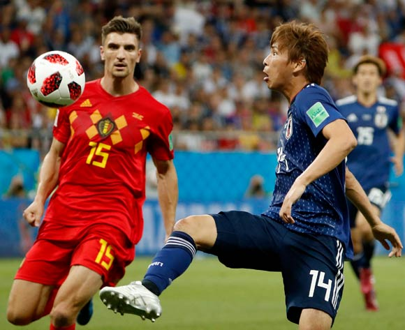 epa06859099 Thomas Meunier (L) of Belgium and Takashi Inui of Japan in action during the FIFA World Cup 2018 round of 16 soccer match between Belgium and Japan in Rostov-On-Don, Russia, 02 July 2018.