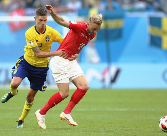 epa06861052 Mikael Lustig (L) of Sweden fouls Josip Drmic of Switzerland during the FIFA World Cup 2018 round of 16 soccer match between Sweden and Switzerland in St.Petersburg, Russia, 03 July 2018.