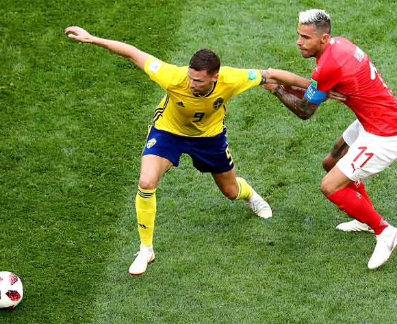 epa06861062 Marcus Berg of Sweden (L) and Valon Behrami of Switzerland in action during the FIFA World Cup 2018 round of 16 soccer match between Sweden and Switzerland in St.Petersburg, Russia, 03 July 2018.