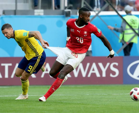 epa06861069 Marcus Berg of Sweden (L) and Johan Djourou of Switzerland in action during the FIFA World Cup 2018 round of 16 soccer match between Sweden and Switzerland in St.Petersburg, Russia, 03 July 2018.