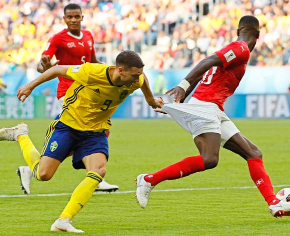 epa06861075 Marcus Berg (L) of Sweden in action against Johan Djourou (R) of Switzerland during the FIFA World Cup 2018 round of 16 soccer match between Sweden and Switzerland in St.Petersburg, Russia, 03 July 2018.