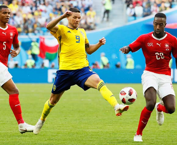 Marcus Berg (C) of Sweden in action against Swiss players  Manuel Akanji (L) and Johan Djourou (R) during the FIFA World Cup 2018 round of 16 soccer match between Sweden and Switzerland in St.Petersburg, Russia, 03 July 2018.