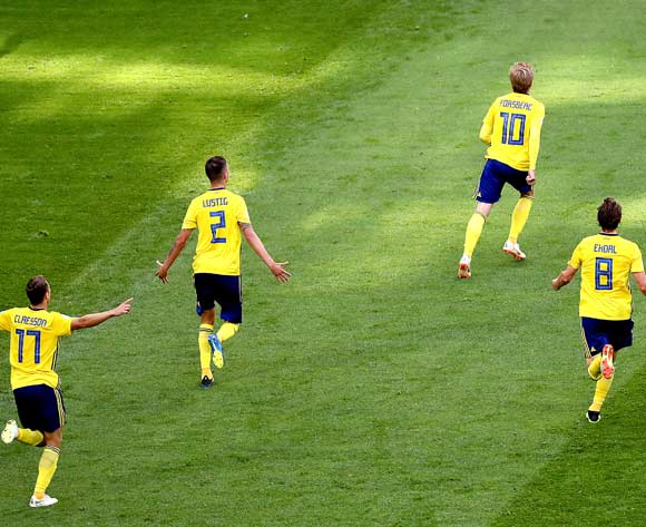 epa06861465 Emil Forsberg of Sweden (C) celebrates with teammates scoring the winning goal during the FIFA World Cup 2018 round of 16 soccer match between Sweden and Switzerland in St.Petersburg, Russia, 03 July 2018.