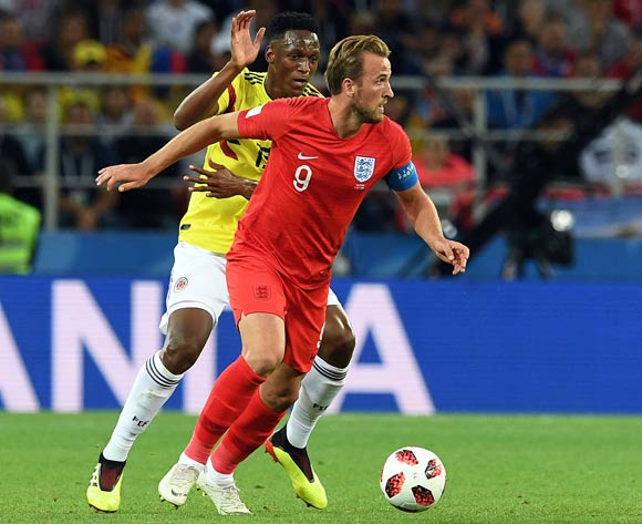 epa06861968 Yerry Mina of Colombia (L) and Harry Kane of England in action during the FIFA World Cup 2018 round of 16 soccer match between Colombia and England in Moscow, Russia, 03 July 2018.