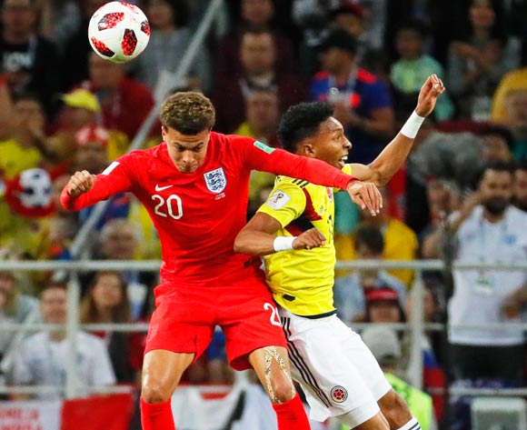 epa06861982 Johan Mojica (R) of Colombia in action against Dele Alli (L) of England during the FIFA World Cup 2018 round of 16 soccer match between Colombia and England in Moscow, Russia, 03 July 2018.