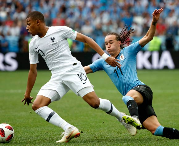 Kylian Mbappe (L) of France and Diego Laxalt of Uruguay in action during the FIFA World Cup 2018 quarter final soccer match between Uruguay and France in Nizhny Novgorod, Russia, 06 July 2018.