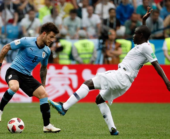 epa06868382 Ngolo Kante of France (R) and Nahitan Nandez of Uruguay in action during the FIFA World Cup 2018 quarter final soccer match between Uruguay and France in Nizhny Novgorod, Russia, 06 July 2018.