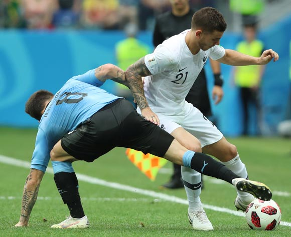 epa06868411 Lucas Hernandez (R) of France and Nahitan Nandez of Uruguay in action during the FIFA World Cup 2018 quarter final soccer match between Uruguay and France in Nizhny Novgorod, Russia, 06 July 2018.
