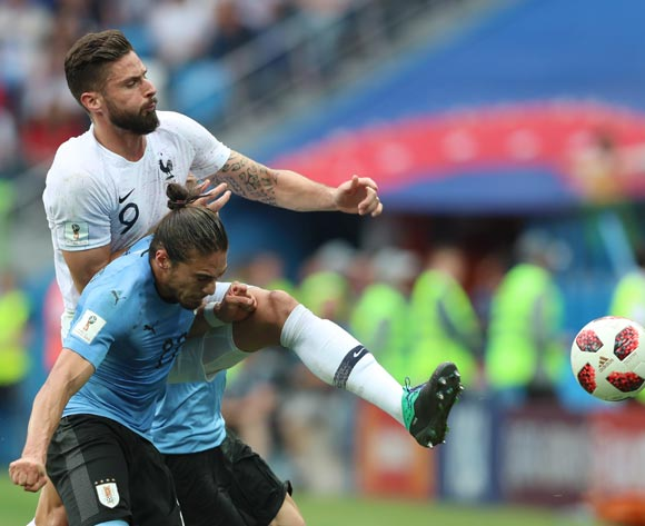 epa06868450 Olivier Giroud of France and Martin Caceres (L) of Uruguay in action during the FIFA World Cup 2018 quarter final soccer match between Uruguay and France in Nizhny Novgorod, Russia, 06 July 2018.