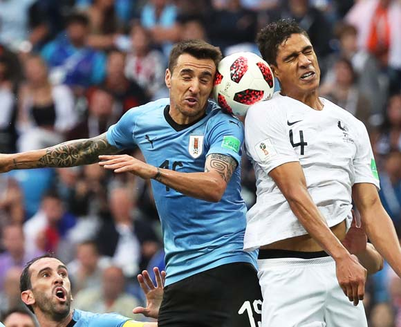 epa06868658 Matias Vecino (L) of Uruguay in action against Raphael Varane (R) of France during the FIFA World Cup 2018 quarter final soccer match between Uruguay and France in Nizhny Novgorod, Russia, 06 July 2018.