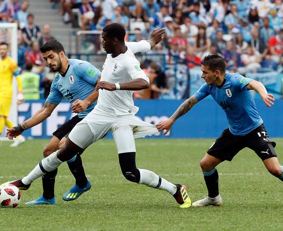 epa06868696 (L-R) Luis Suarez of Uruguay, Paul Pogba of France and Lucas Torreira of Uruguay in action during the FIFA World Cup 2018 quarter final soccer match between Uruguay and France in Nizhny Novgorod, Russia, 06 July 2018.