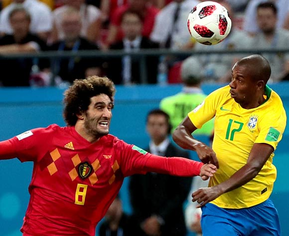 epa06869228 Fernandinho of Brazil (R) and Marouane Fellaini of Belgium in action during the FIFA World Cup 2018 quarter final soccer match between Brazil and Belgium in Kazan, Russia, 06 July 2018.