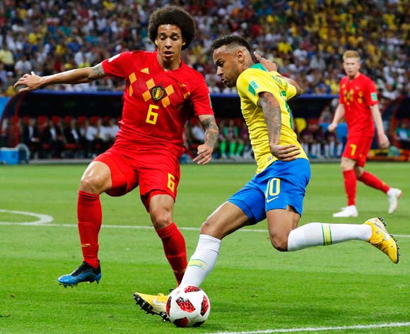 epa06869302 Axel Witsel (L) of Belgium in action against Neymar (R) of Brazil during the FIFA World Cup 2018 quarter final soccer match between Brazil and Belgium in Kazan, Russia, 06 July 2018.