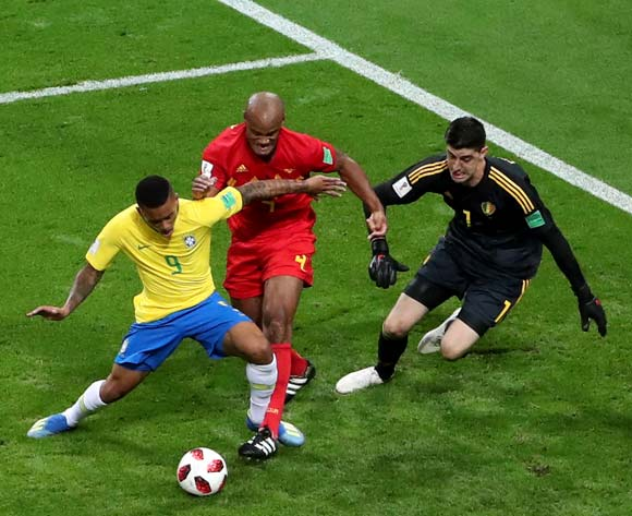 epa06869314 Gabriel Jesus (L) of Brazil in action during the FIFA World Cup 2018 quarter final soccer match between Brazil and Belgium in Kazan, Russia, 06 July 2018.