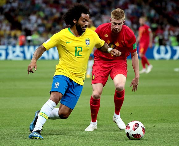 epa06869336 Kevin De Bruyne of Belgium (R) and Marcelo of Brazil in action during the FIFA World Cup 2018 quarter final soccer match between Brazil and Belgium in Kazan, Russia, 06 July 2018.