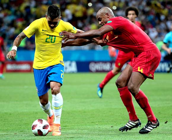 epa06869693 Roberto Firmino of Brazil (L) and Vincent Kompany of Belgium in action during the FIFA World Cup 2018 quarter final soccer match between Brazil and Belgium in Kazan, Russia, 06 July 2018.