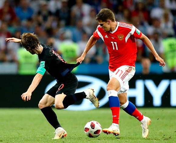 epa06872491 Roman Zobnin of Russia (R) and Luka Modric of Croatia in action during the FIFA World Cup 2018 quarter final soccer match between Russia and Croatia in Sochi, Russia, 07 July 2018.