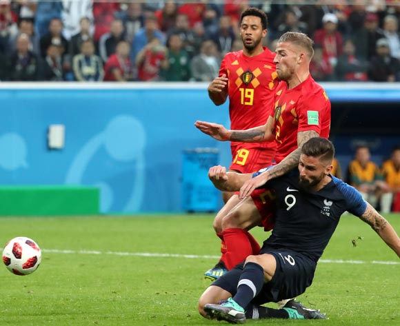 epa06878768 Olivier Giroud (down) of France in action during the FIFA World Cup 2018 semi final soccer match between France and Belgium in St.Petersburg, Russia, 10 July 2018.