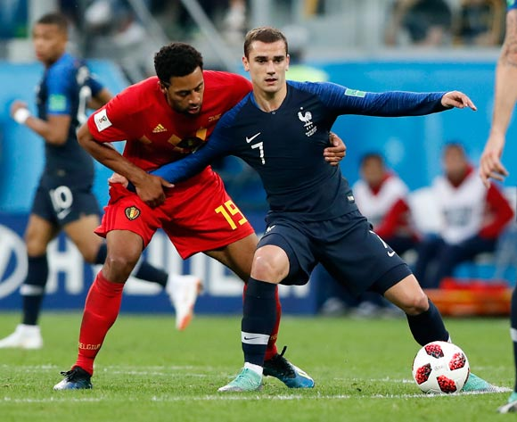 epa06878771 Antoine Griezmann of France (R) and Moussa Dembele of Belgium in action during the FIFA World Cup 2018 semi final soccer match between France and Belgium in St.Petersburg, Russia, 10 July 2018.